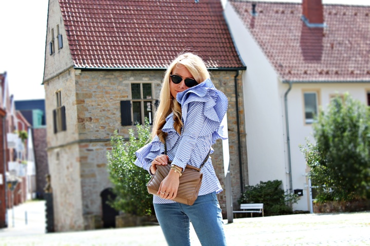 Outfit: Rüschen Off-Shoulder Bluse