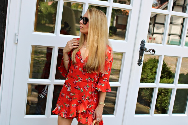 Outfit: RED WrapDress